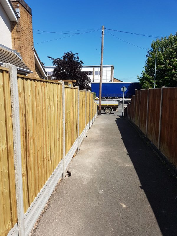 Fence panel fit